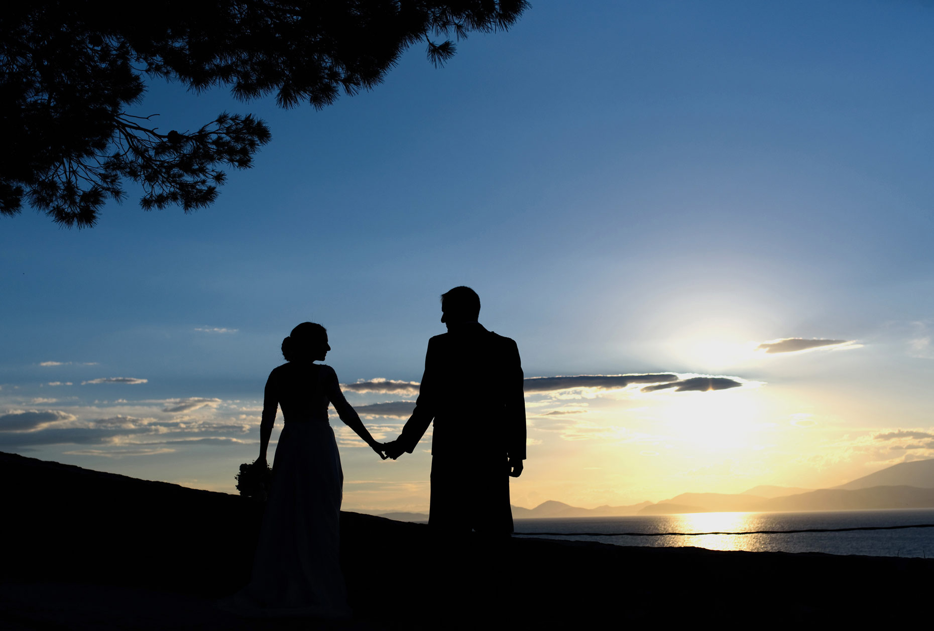 sunset wedding photo at hydra | γαμος στην Υδρα