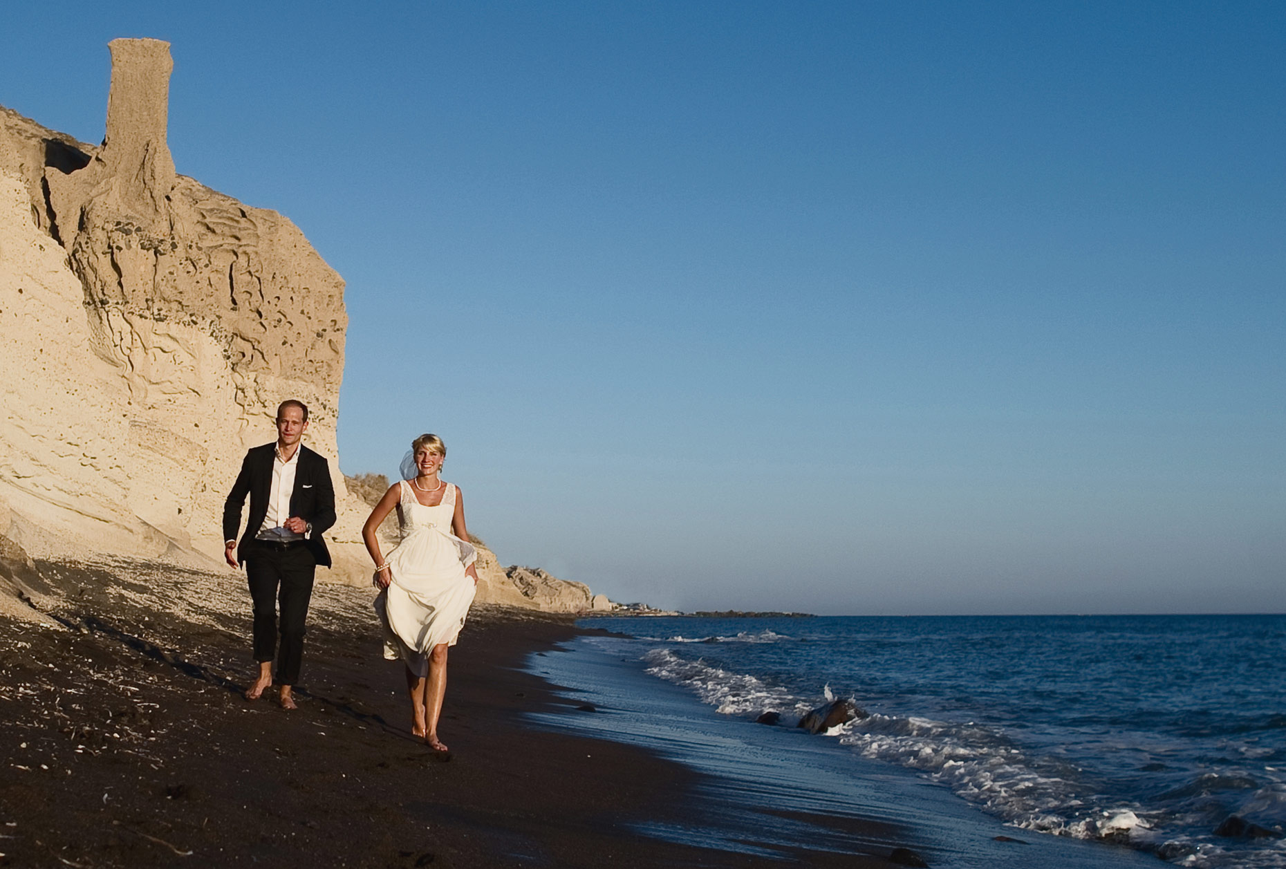 wedding couple photos in Santorini